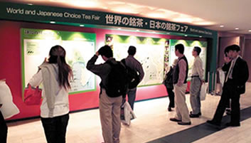 Distribution map of world and Japanese choice tea at the entrance
