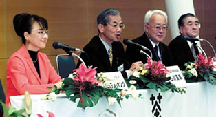 Judy Ongg, President Ishikawa, Chairperson Kimura, and Chairperson of organizing committee Mr. Hirobe
